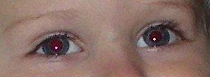 Fjern røde øjne med rødøjeværktøjet eller manuelt i Photoshop